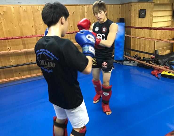 札幌市中央区のキックボクシングジムクラス練習風景